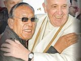 """Más escándalo: Francisco nombra Cardenal a Obispo """"casado"""" y con hijos."""